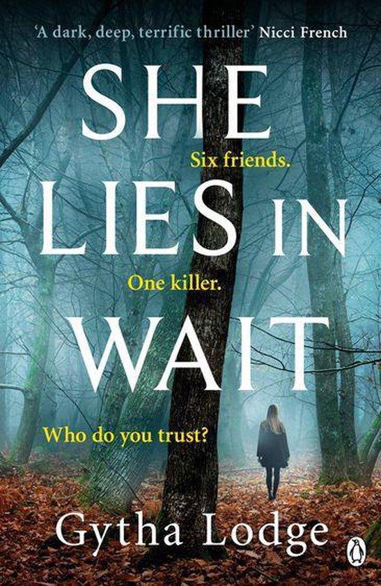 Boek cover She Lies in Wait van Gytha Lodge (Onbekend)
