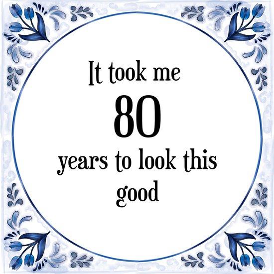 Verjaardag Tegeltje met Spreuk (80 jaar: It took me 80 years to look this good + cadeau verpakking & plakhanger