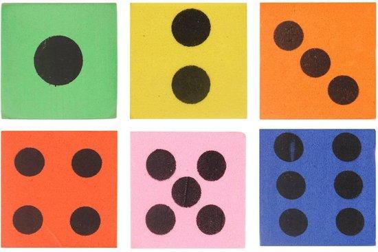 Afbeelding van het spel 10 stuks foam dobbelstenen diverse kleuren 4cm