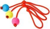 Rubberen bal voorzien van lus verschillend van kleur