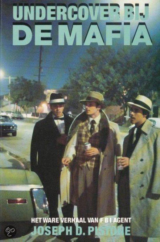 Undercover by de mafia - Pistone |