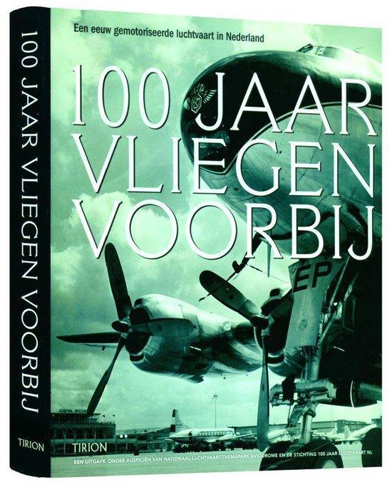 Cover van het boek '100 jaar vliegen voorbij'