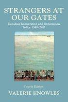 Boek cover Strangers at Our Gates van Valerie Knowles (Paperback)