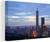 Aziatische stadsbeeld van Taipei en haar Taipei 101 Canvas 140x90 cm - Foto print op Canvas schilderij (Wanddecoratie woonkamer / slaapkamer)