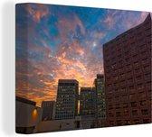 Gebouwen van San Jose bij zonsondergang in Costa Rica Canvas 160x120 cm - Foto print op Canvas schilderij (Wanddecoratie woonkamer / slaapkamer) XXL / Groot formaat!