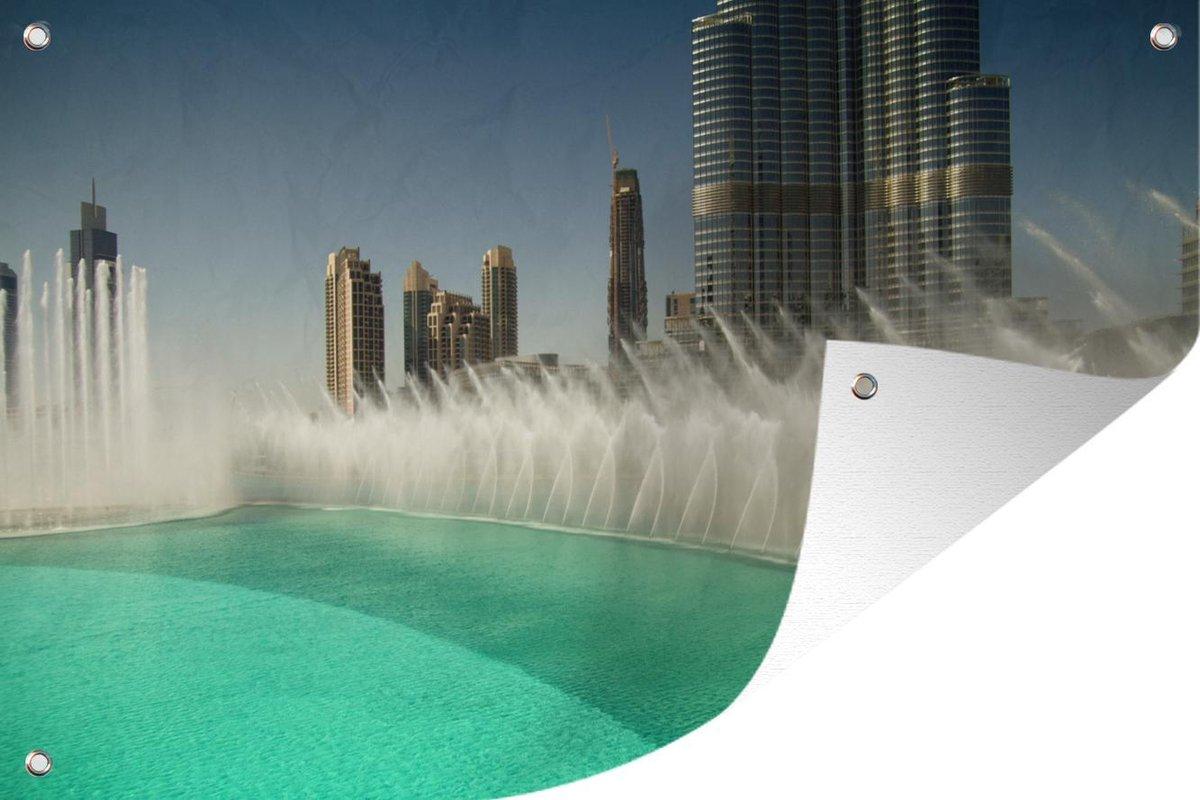 Tuinposter Dubai Fontein - Fontein in Dubai tuinposter los doek 120x80 cm - Tuindoek/Buitencanvas/Schilderijen voor buiten (tuin decoratie)