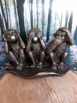 Horen zien zwijgen apen beeld zittend in blad  van Kwan YIN 14 x27x16cm