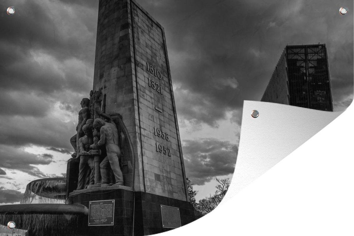 Tuindecoratie Fontein midden in Mexico-stad - zwart wit - 60x40 cm - Tuinposter