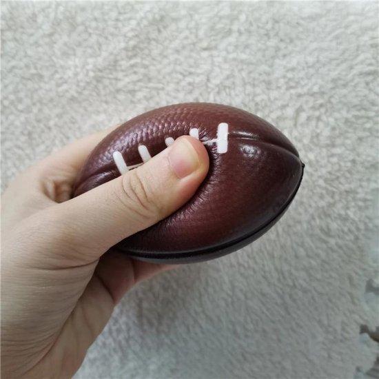 Thumbnail van een extra afbeelding van het spel Stressbal - American football - Verlicht stress & is enorm leuk om mee te spelen - zacht en ligt lekker in de hand