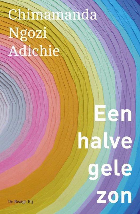 Boek cover Een halve gele zon van Chimamanda Ngozi Adichie (Paperback)