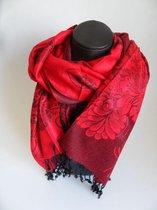 Mooie hippe sjaal bloemen figuren lengte 180 cm breedte 70 cm kleuren rood zwart franjes.