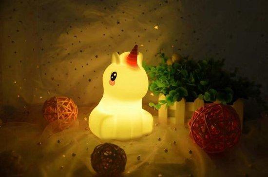 Kadoing® Eenhoorn Nachtlampje - Met Afstandsbediening & TAP-ON Functie - 8 Verschillende Kleuren Licht - Verstelbare Helderheid - Kinderlampje - Bedlampje Voor Kinderen - Baby Unicorn Night Light