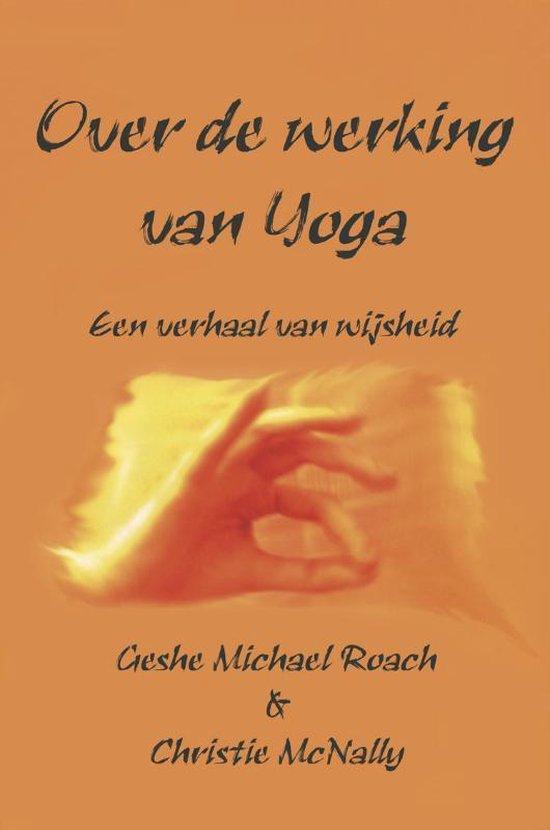Boek cover Over de werking van Yoga van Gesche Michael Roach (Paperback)