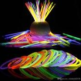 XL Glow In The Dark Sticks 100 Premium Breekstaafjes | Breeklichtjes 100 Stuks | Glowsticks | Carnaval |feest| 100 connectors | Knicklichtjes