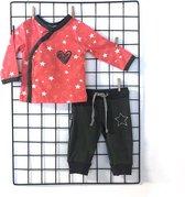 Setje van broek en shirt overslag hart 74/80