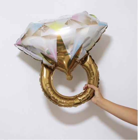 Grote folieballon verlovingsring (of) trouwring