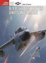 Boek cover B/EB-66 Destroyer Units in Combat van Peter E. Davies (Paperback)