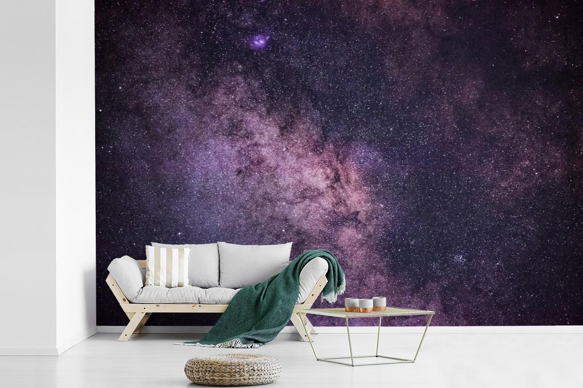 Fotobehang Melkweg -  Melkweg met  paarse gloed breedte 360 cm x hoogte 240 cm - Foto print op vinyl