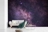 Fotobehang Melkweg -  Melkweg met  paarse gloed breedte 360 cm x hoogte 240 cm - Foto print op vinyl behang (in 7 formaten beschikbaar) - slaapkamer/woonkamer/kantoor