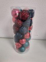 Bak met kerstballen in diverse kleuren