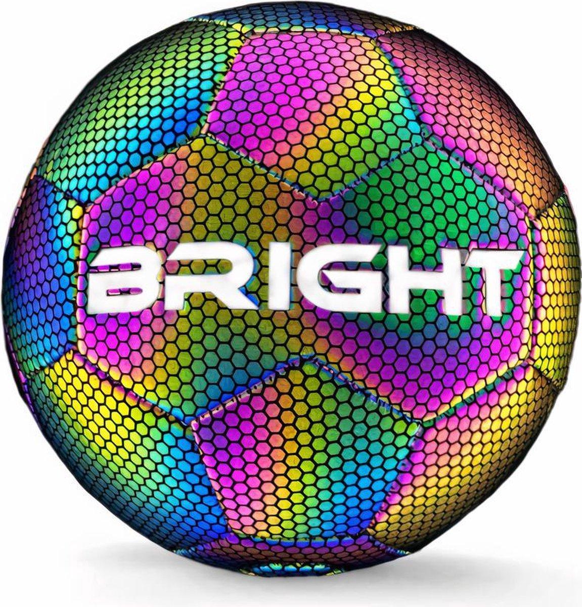 The BRIGHT  Lichtgevende Voetbal   Reflecterend   Holografisch   Glow in the Dark   Kinderen en Volw