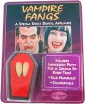 vampier tanden in luxe doodskist