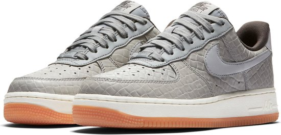 Nike Air Force 1 Premium Sportschoenen - Maat 38 - Vrouwen - grijs/beige