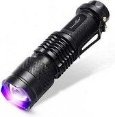 Premium Tank-007 UV Zaklamp LED 365nm + 1 GRATIS AA Merken Batterij - Geocaching - UV Urine detector  * Opsporen Vlekken  * Vals Geld Detector - UV uitharden - Opsporen Lekken . Blacklight Zaklantaarn