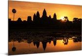 Rode lucht boven de Angkor Wat in Cambodja Aluminium 180x120 cm - Foto print op Aluminium (metaal wanddecoratie) XXL / Groot formaat!