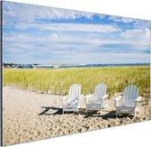 Drie typische strandstoelen op strand Aluminium 60x40 cm - Foto print op Aluminium (metaal wanddecoratie)