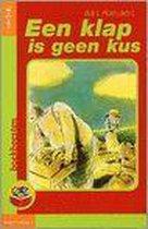Boek cover Een klap is geen kus van Bart Moeyaert