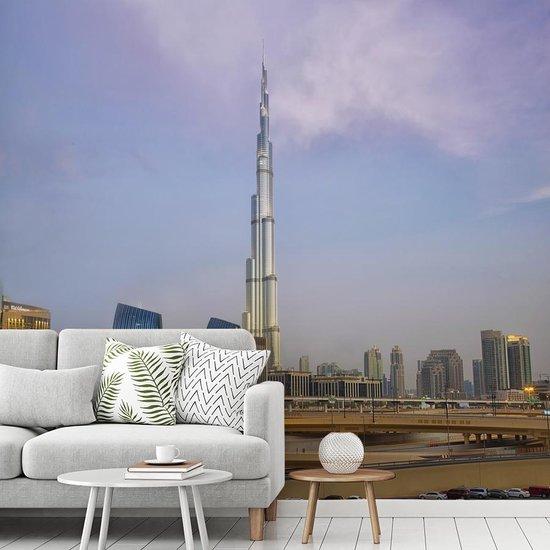 Fotobehang vinyl - De hoogste wolkenkrabber Burj Khalifa midden in Dubai breedte 355 cm x hoogte 320 cm - Foto print op behang (in 7 formaten beschikbaar)