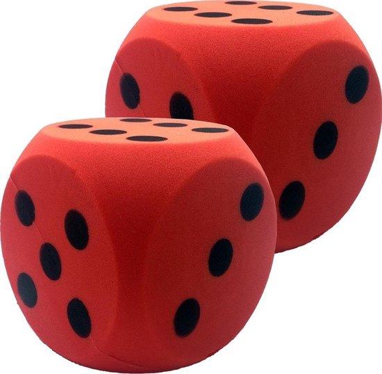 Afbeelding van het spel 2x Grote foam dobbelstenen rood 16 x 16 cm