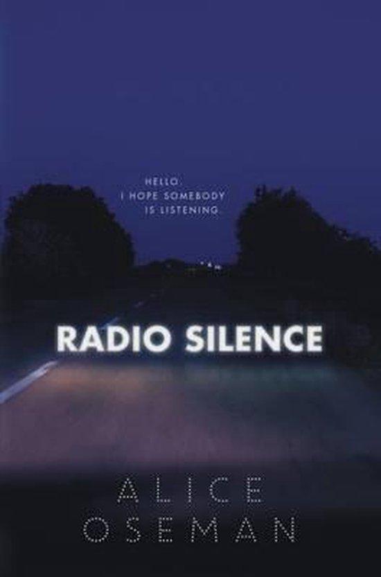 Boek cover Radio Silence van Alice Oseman (Hardcover)