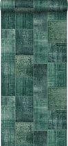 krijtverf eco texture vliesbehang oosters ibiza marrakech kelim patchwork tapijt intens smaragd groen - 148652 van ESTAhome