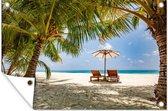 Palmbomen bij een tropisch strand tijdens een zonsondergang Tuinposter 90x60 cm - Tuindoek / Buitencanvas / Schilderijen voor buiten (tuin decoratie) / Zee en Strand