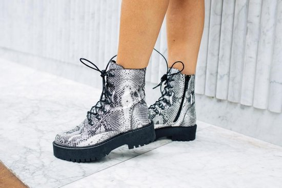 Tango | Bee chunky 83-a zusjes Tilstra grey snake leather boot/d-rings - black sole |... nDm1hVtU