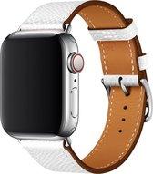 By Qubix - Lederen bandje - Wit - Geschikt voor Apple Watch 38mm / 40mm / 41mm - Compatible apple watch bandjes