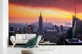 Fotobehang vinyl - Zonsondergang over het Empire State Building breedte 610 cm x hoogte 380 cm - Foto print op behang (in 7 formaten beschikbaar)