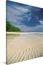 Een uitzonderlijk wit en tropisch strand in het Nationaal park Lucayan Canvas 90x140 cm - Foto print op Canvas schilderij (Wanddecoratie woonkamer / slaapkamer)