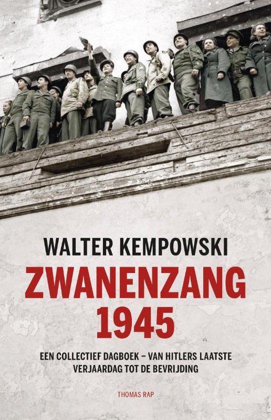 Boek cover Zwanenzang 1945 van Walter Kempowski