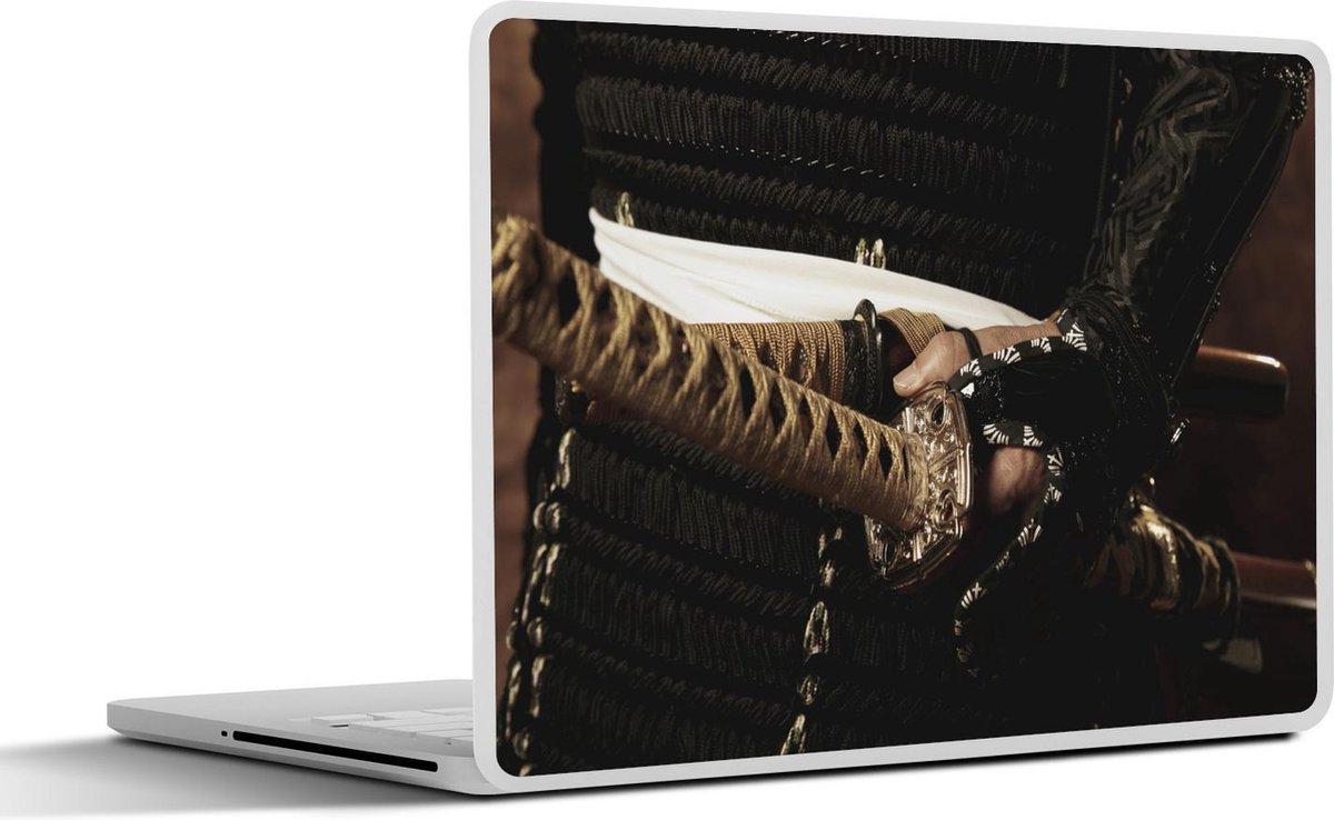 Laptop sticker - 10.1 inch - De zwaarden van een samoerai die worden vastgehouden