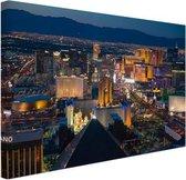 Luchtfoto verlicht stadsbeeld Las Vegas Canvas 60x40 cm - Foto print op Canvas schilderij (Wanddecoratie woonkamer / slaapkamer) / Steden Canvas Schilderijen