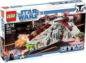 LEGO Star Wars  Republic Attack Gunship - 7676