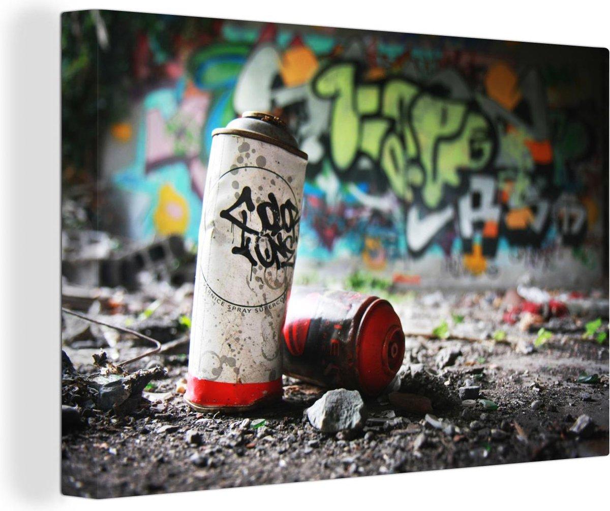 Lege graffitibussen canvas 2cm 120x80 cm - Foto print op Canvas schilderij (Wanddecoratie woonkamer / slaapkamer)