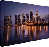 Singapore skyline met paarse lucht Canvas 80x60 cm - Foto print op Canvas schilderij (Wanddecoratie woonkamer / slaapkamer) / Steden Canvas Schilderijen