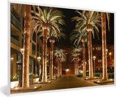 Foto in lijst - Palmbomen langs de straat in het Cosat Ricaanse San José fotolijst wit 60x40 cm - Poster in lijst (Wanddecoratie woonkamer / slaapkamer)