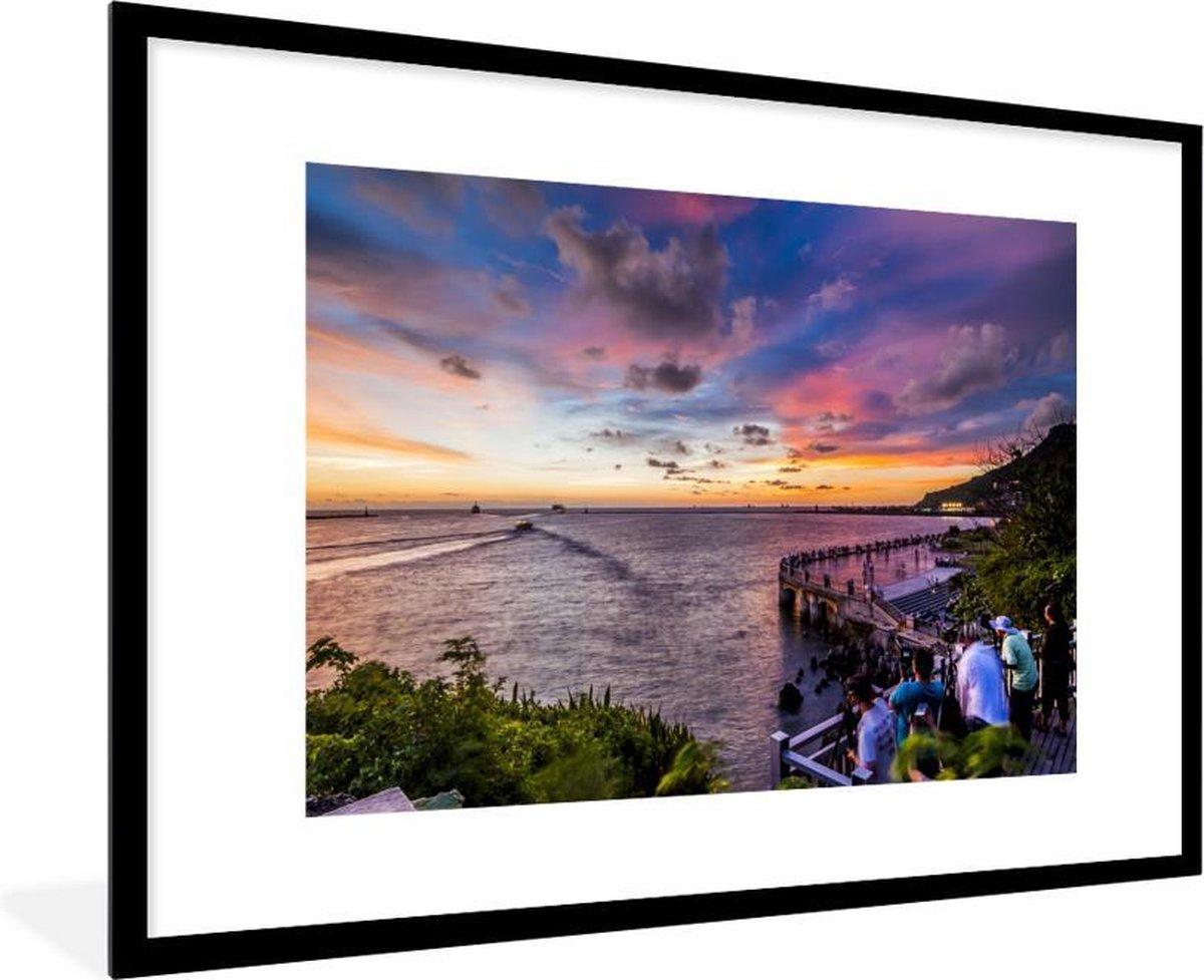 Foto in lijst - Zonsondergang in Kaohsiong fotolijst zwart met witte passe partout 80x120 120x80 cm - Poster in lijst