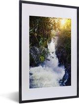 Poster met lijst Nationaal park Iguazú - foto van het landschap van het Nationaal park Iguazú met een doorbrekende zon fotolijst zwart met witte passe-partout - fotolijst zwart - 40x60 cm - Poster met lijst