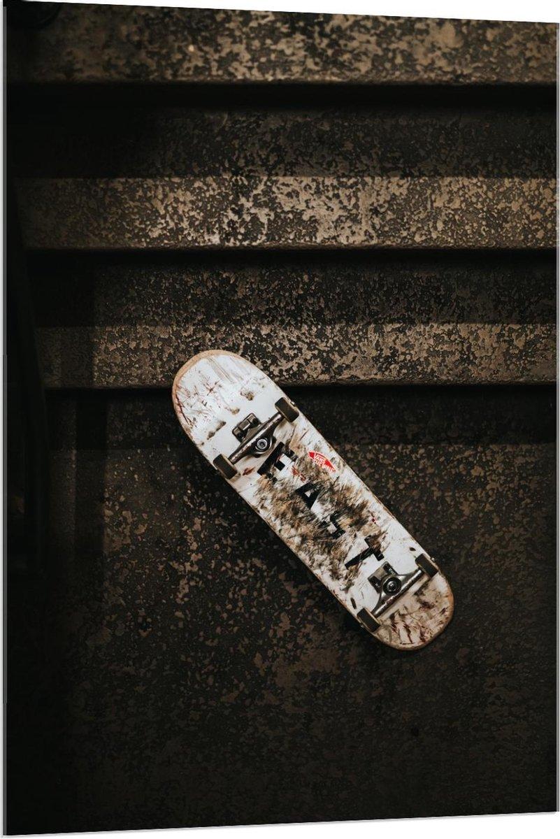 Plexiglas - Skateboard in Trappenhuis - 80x120cm Foto op Plexiglas (Wanddecoratie op Plexiglas)